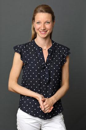 Dr. Isabelle Ayx